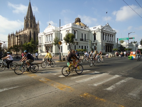 Via Recreativa in front of the University of Guadalajara ©Ryan H.